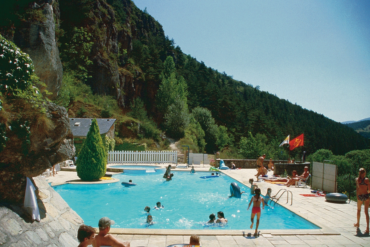 Camping le capelan 4 toiles meyrueis toocamp for Camping lozere piscine