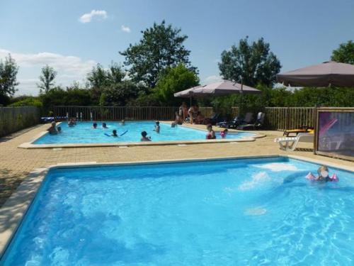 Camping avec piscine monclar de quercy for Camping tarn et garonne avec piscine
