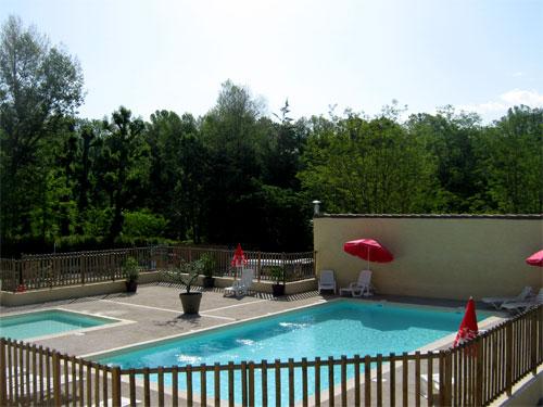 Camping avec piscine balazuc for Camping rhone alpes avec piscine