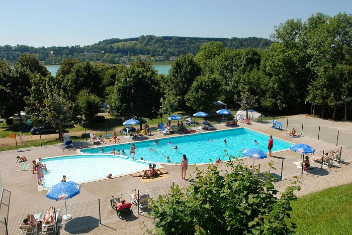 Camping avec piscine lons le saunier for Camping franche comte avec piscine