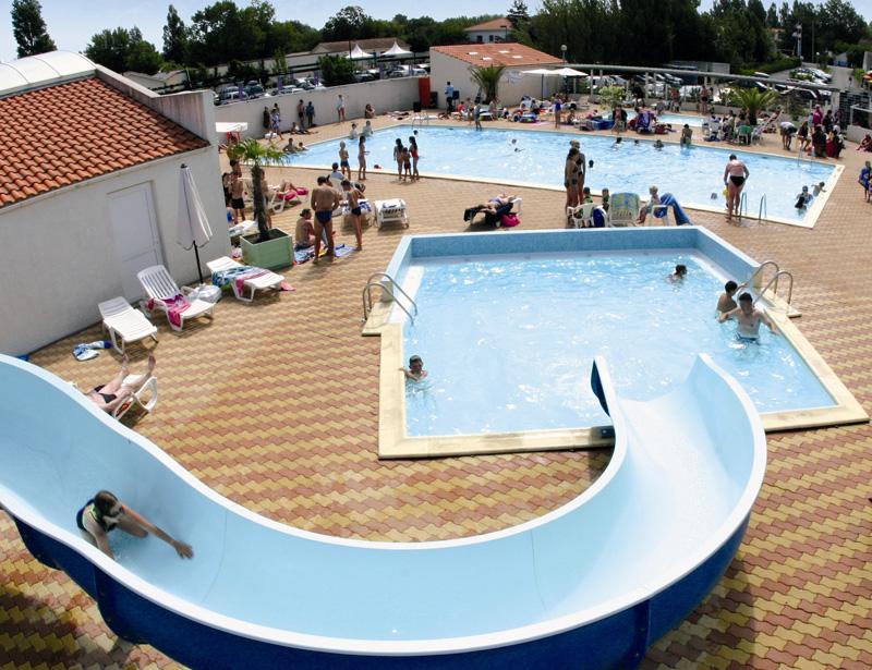 Camping avec piscine la tranche sur mer for Camping pays de la loire avec piscine