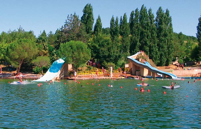 Camping le lac des 3 vall es 5 toiles lectoure toocamp for Piscine 3 5 x 8