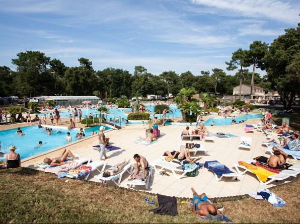 Camping saint palais sur mer parc aquatique for Camping st palais sur mer avec piscine