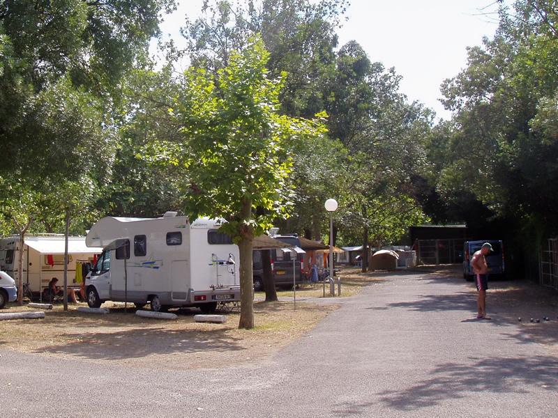 camping juan les pins 2 campings et 128 aux alentours toocamp. Black Bedroom Furniture Sets. Home Design Ideas