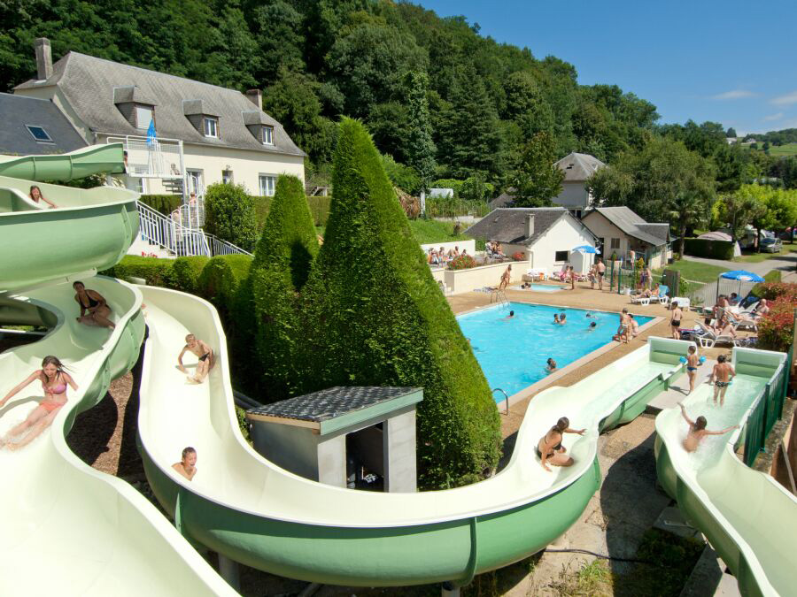 Camping le monl o 4 toiles bagn res de bigorre toocamp for Camping massif central avec piscine