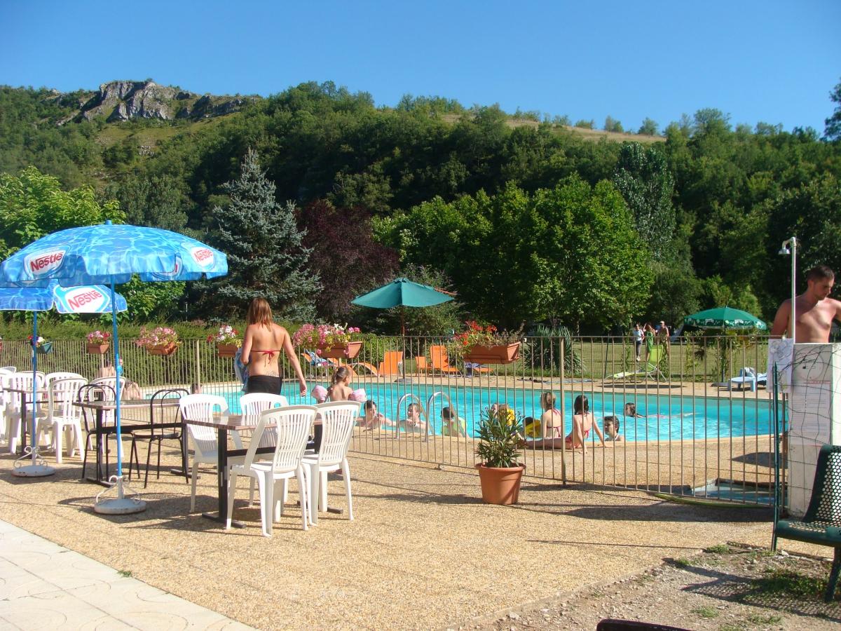 Camping avec piscine saint cirq lapopie for Camping cahors piscine