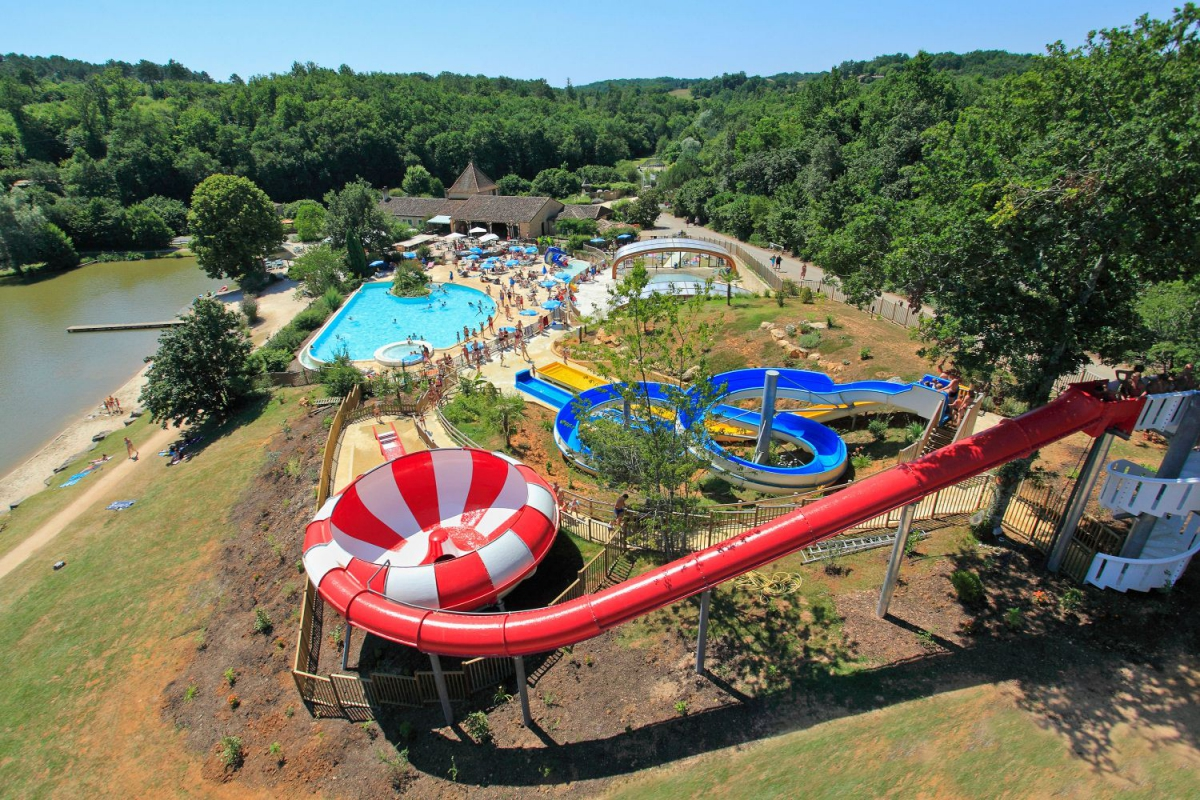Camping le moulinal 4 toiles biron toocamp for Camping sarlat avec piscine