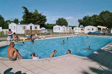 Camping avec piscine najac for Aveyron camping avec piscine