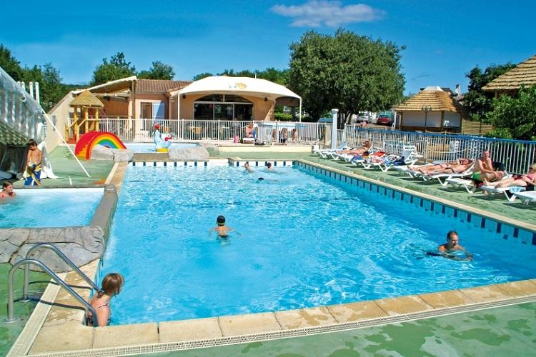 Camping avec piscine ruoms for Camping ardeche avec piscine pas cher