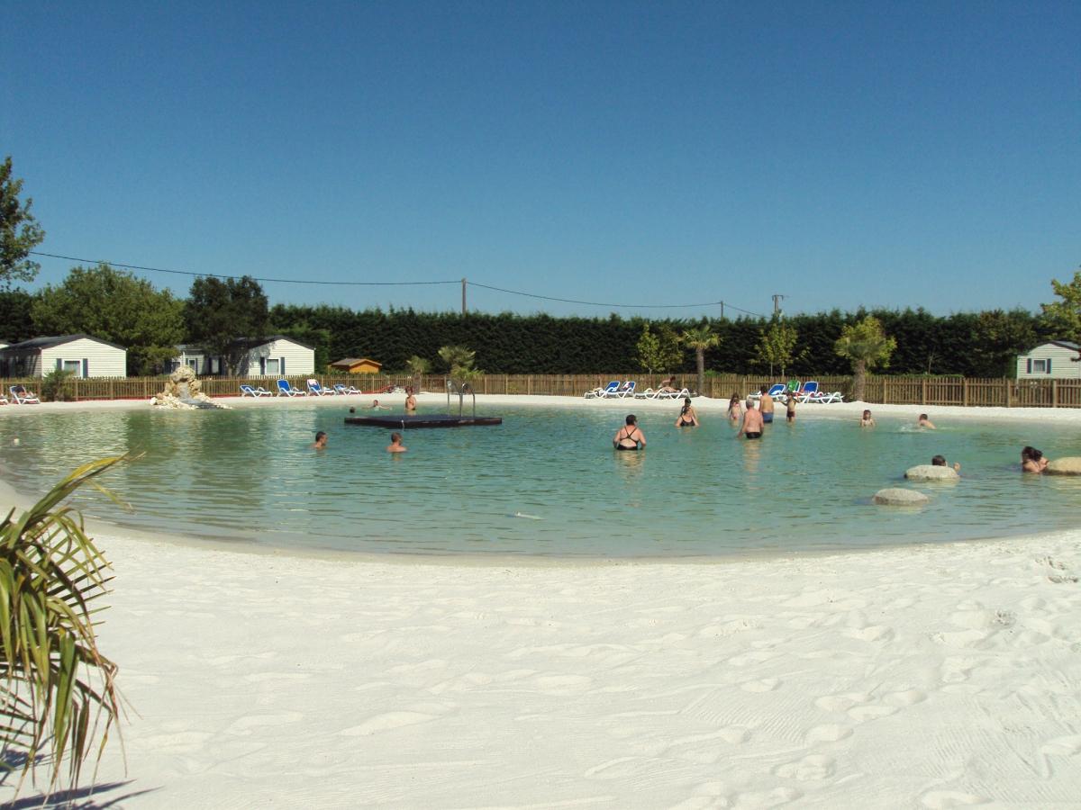 Camping avec piscine saumur for Camping pays de la loire avec piscine