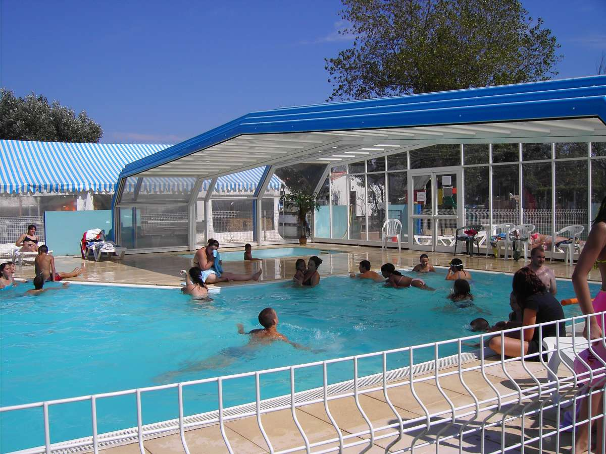 Camping avec piscine angles for Piscine les angles