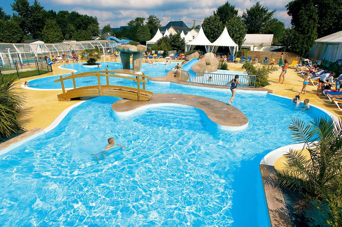 Camping le rosnual 4 toiles carnac toocamp for Camping massif central avec piscine