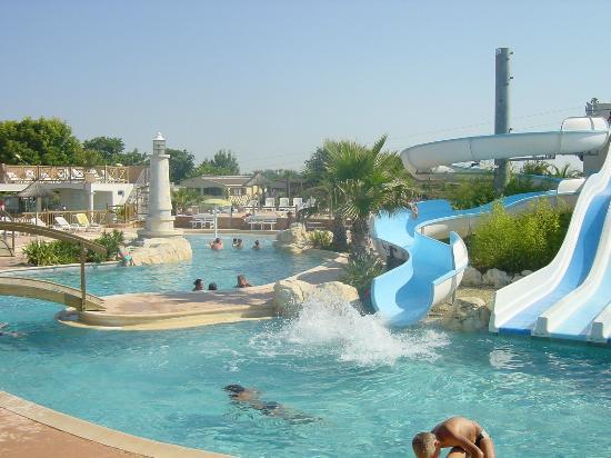Camping saint palais sur mer parc aquatique for Camping piscine royan