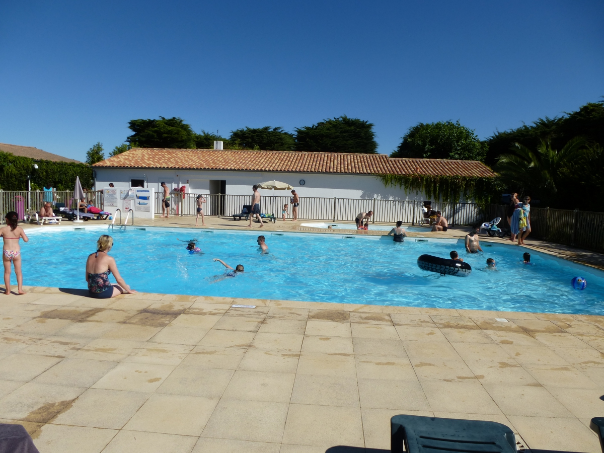 Camping ch telaillon plage 5 campings et 200 aux for Camping poitou charente piscine