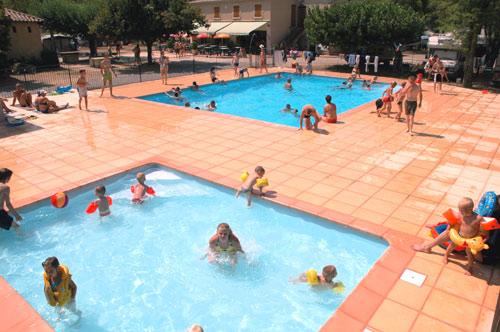 Camping avec piscine joyeuse for Camping rhone alpes avec piscine