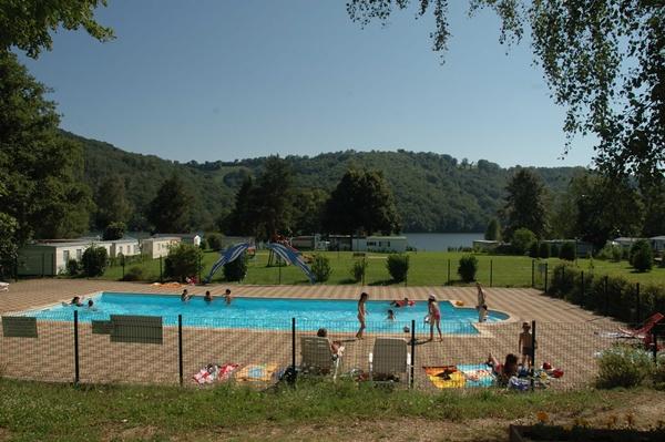 Camping avec piscine mauriac for Camping auvergne avec piscine couverte