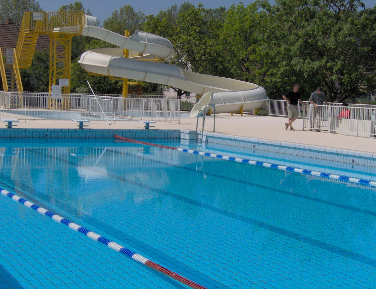 Camping les bruy res 3 toiles la clayette toocamp for Camping bourgogne piscine