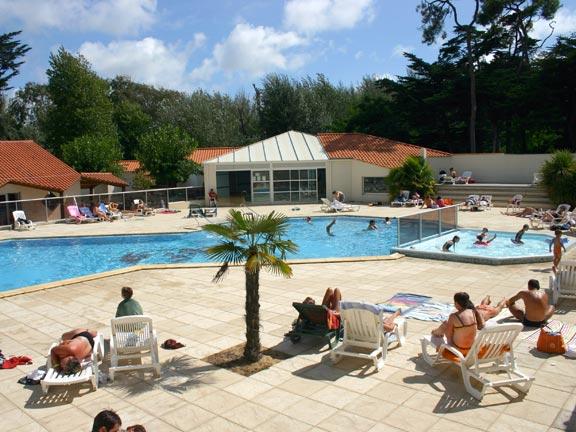 Camping avec piscine saint gilles croix de vie for Camping lac de sainte croix avec piscine