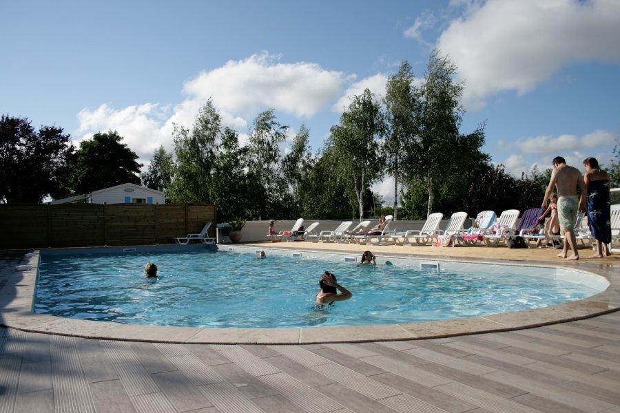 Camping 5 toiles royan et camping 4 toiles royan for Camping st palais sur mer avec piscine couverte