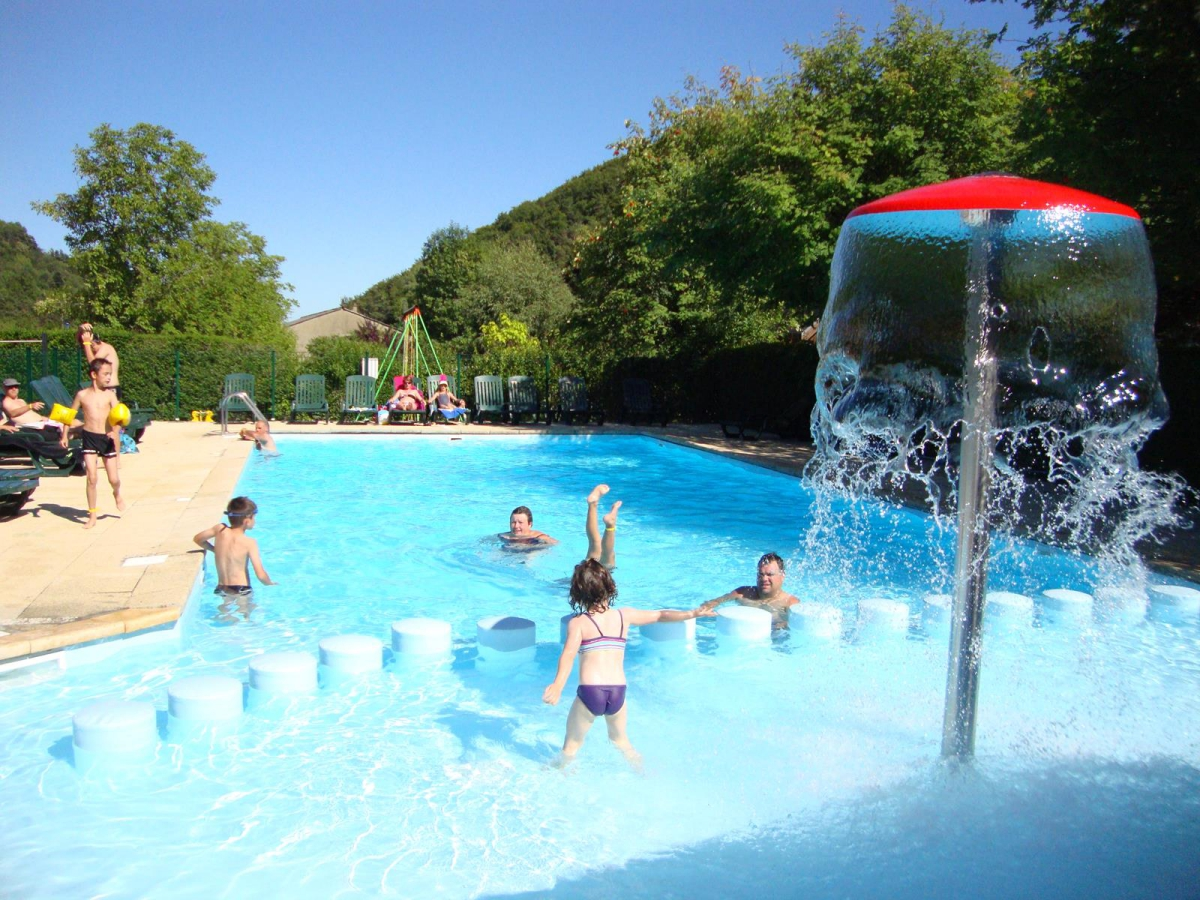 Camping - Les Fougeres - Murol - Auvergne - France