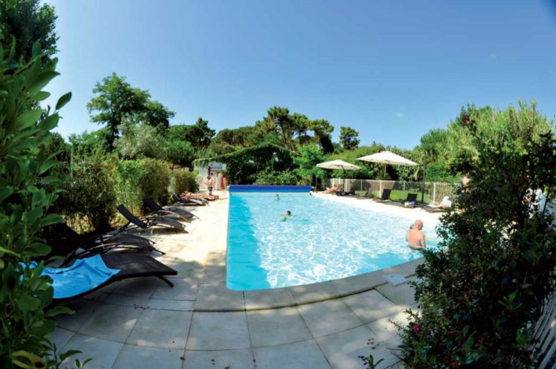 Camping les foug res 3 toiles rivedoux plage toocamp for Piscine aquatis fougeres