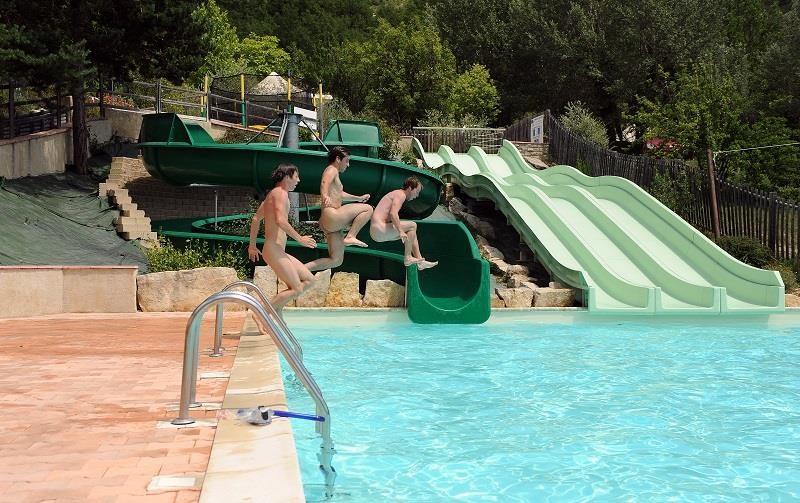 Camping avec piscine forcalquier for Camping en provence avec piscine