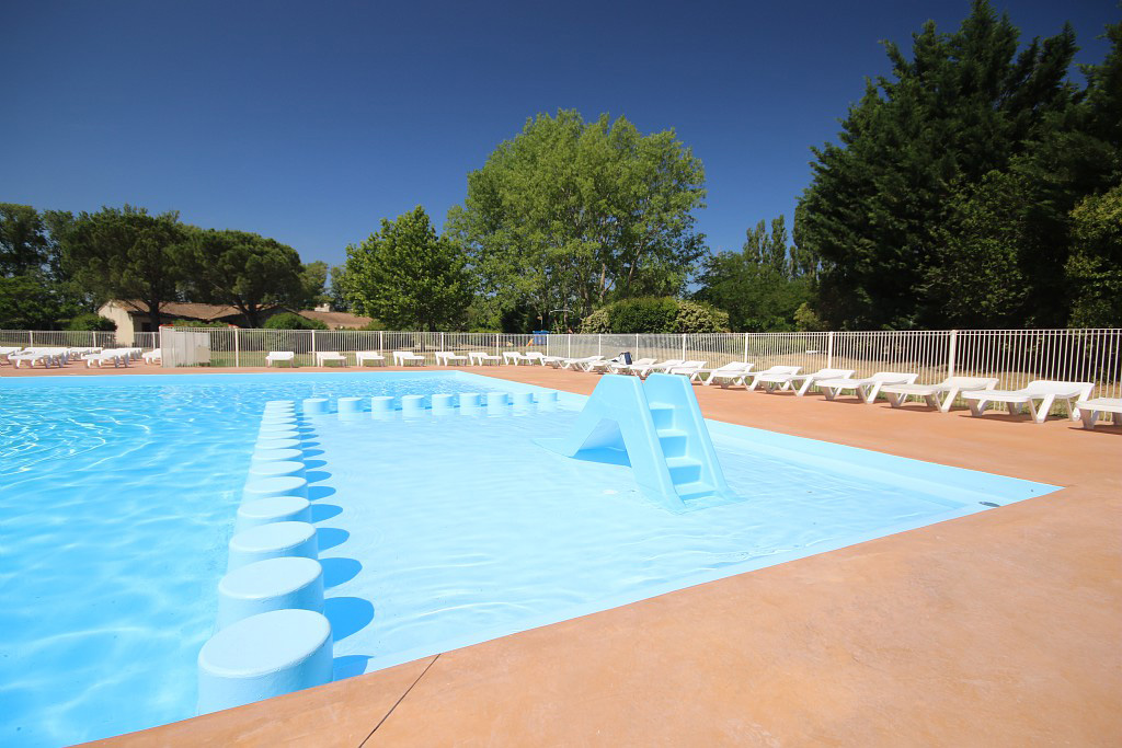 Camping luberon 65 campings dans le luberon comparer for Camping provence avec piscine