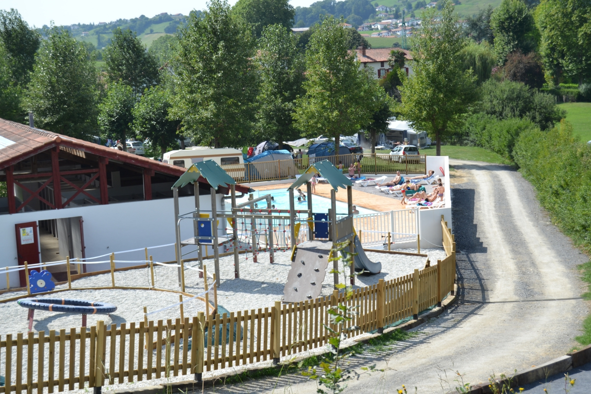 camping avec piscine cambo les bains