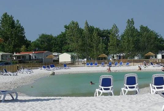 Camping l 39 evasion 4 toiles landevieille toocamp for Camping massif central avec piscine