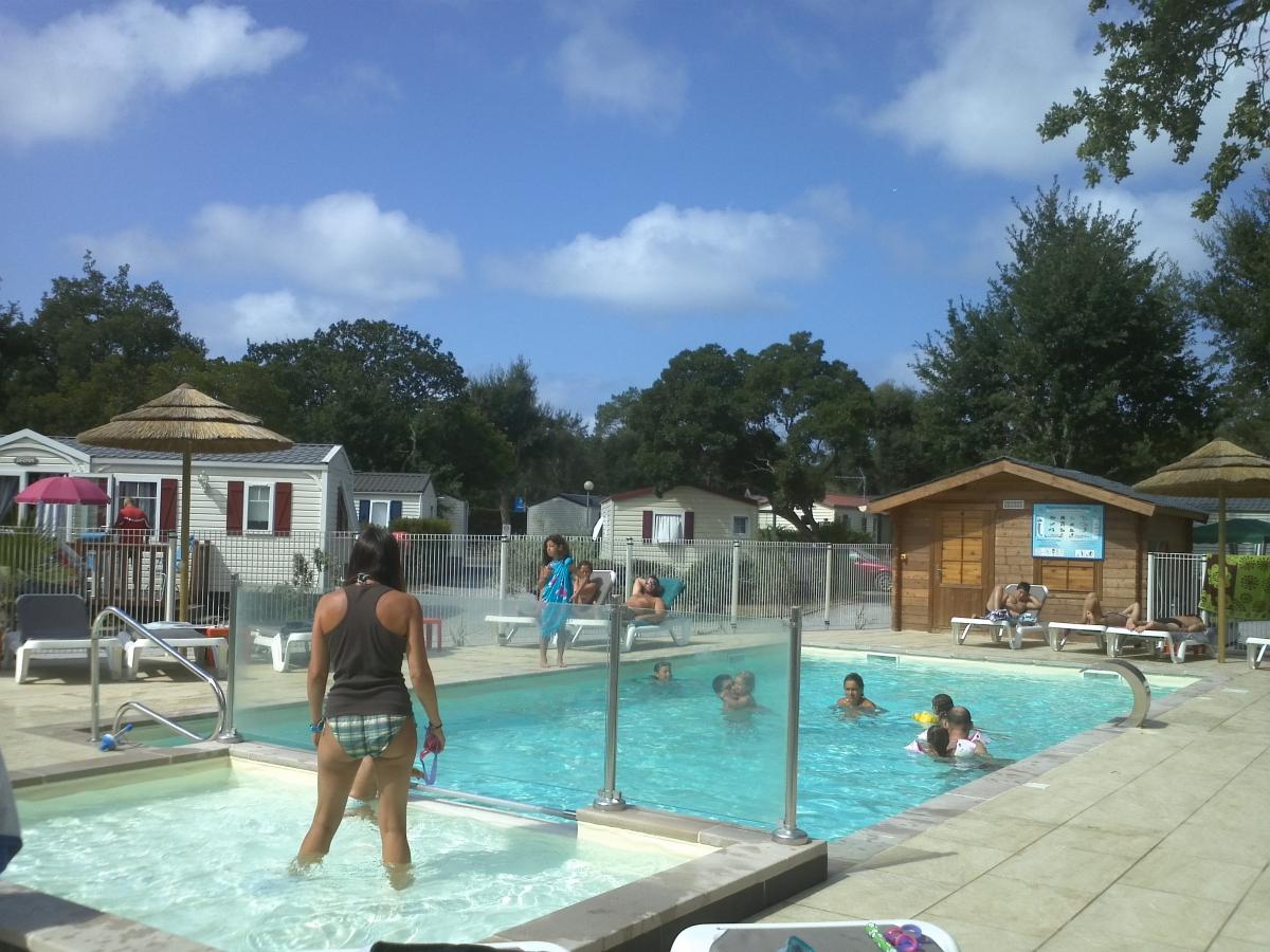 Camping avec piscine capbreton for Piscine de camping