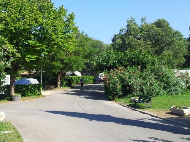 Camping mas de nicolas 4 toiles saint r my de provence for Camping saint remy de provence avec piscine