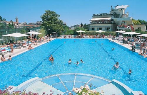 Camping parco campeggio delle piscine 1 toiles for Camping delle piscine sarteano