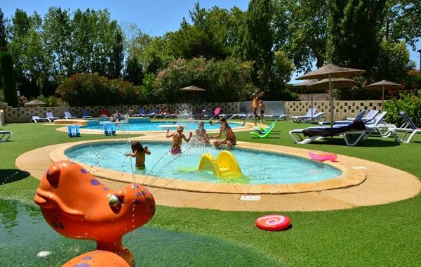 Camping avec piscine s te for Camping sud france avec piscine