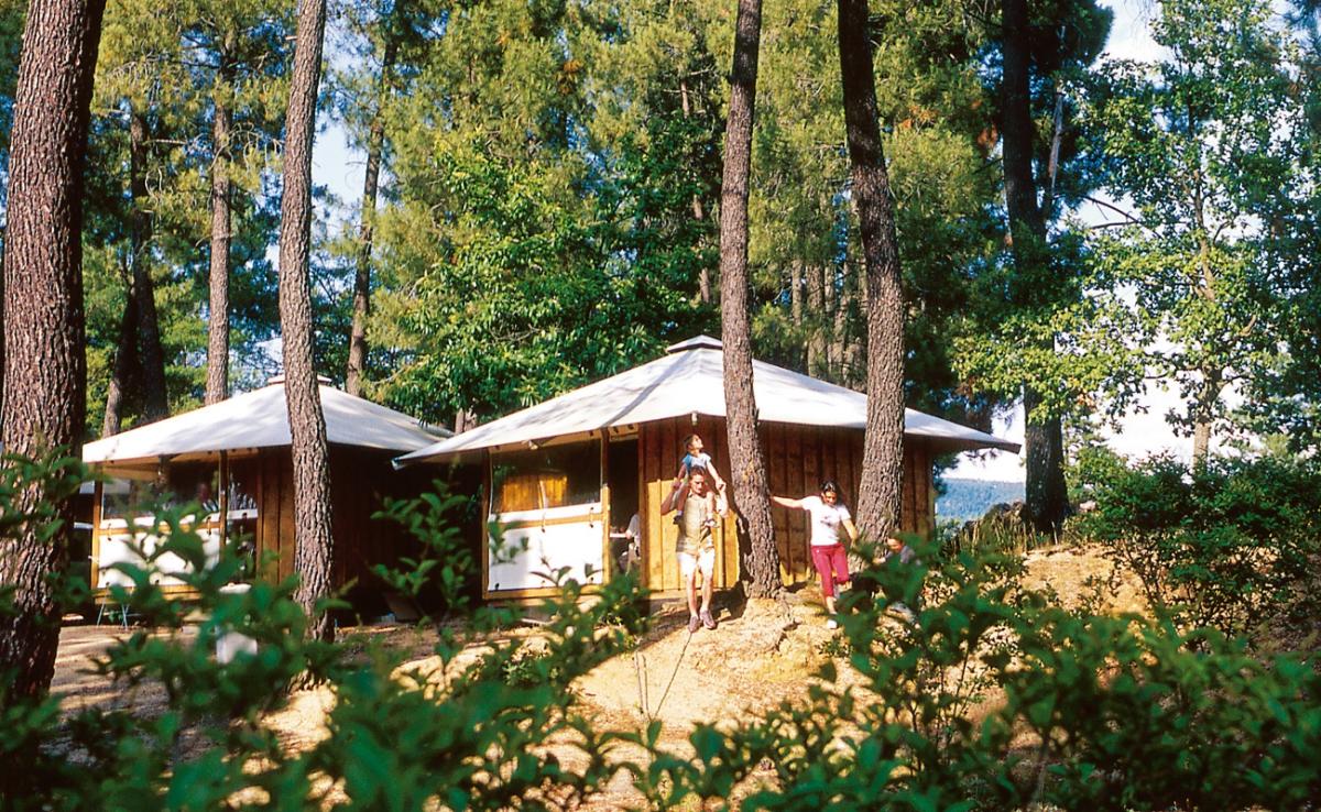 Camping ard che avec piscine for Camping rhone alpes avec piscine