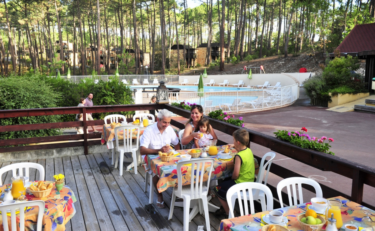 Camping avec piscine lacanau for Village vacances gironde avec piscine