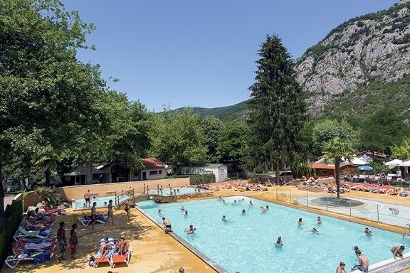 Camping avec piscine foix for Piscine foix