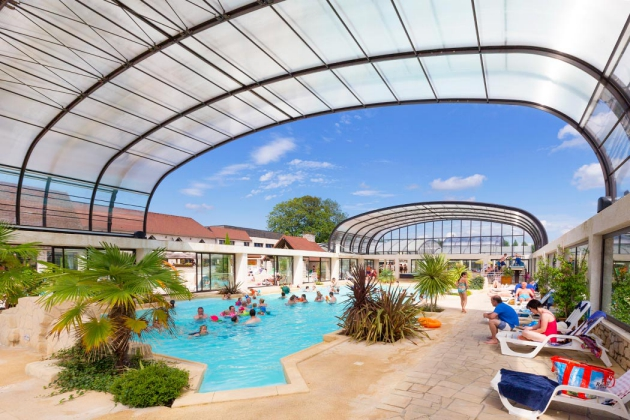 Camping le nid dans l 39 arbre 1 toiles pierrefonds toocamp for Club piscine pierrefonds