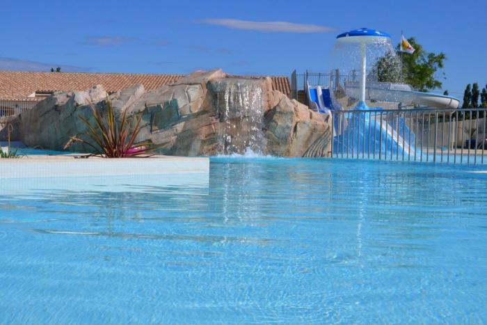 Camping le bon port camping 376 chemin du mas de saint for Horaire piscine lunel