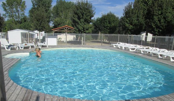 Camping le lizot 4 toiles saint mand sur br doire for Camping poitou charente piscine