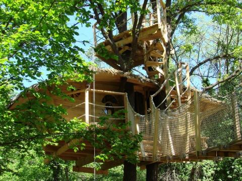 top 10 des cabanes dans les arbres. Black Bedroom Furniture Sets. Home Design Ideas