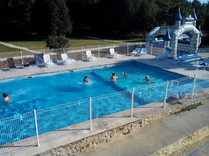 Camping charente maritime pas cher for Camping poitou charente piscine