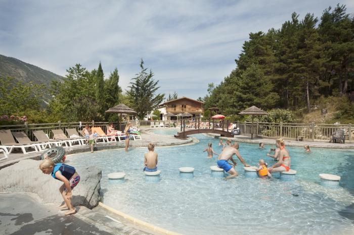 Camping alpes de haute provence parc aquatique 3 for Piscine castellane