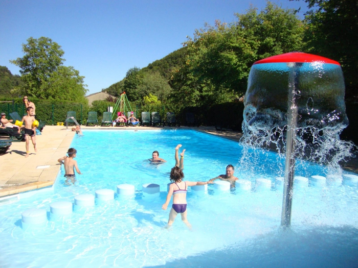 Domaine du lac chambon 3 toiles murol toocamp - Piscine fougeres ...