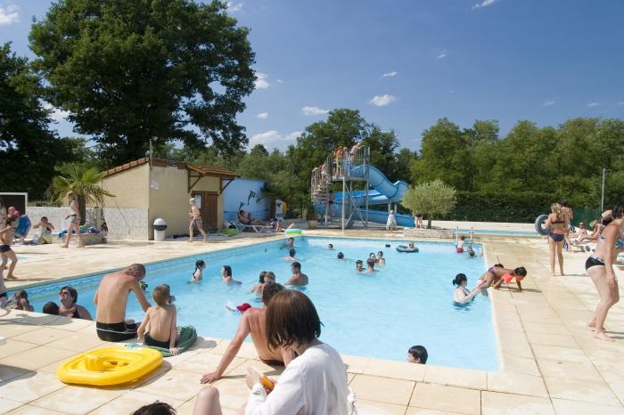 Camping auvergne parc aquatique 3 campings d couvrir for Club piscine laval