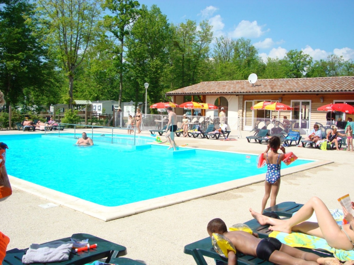 Camping la presqu 39 le de champaubert 4 toiles braucourt for Camping champagne ardennes avec piscine