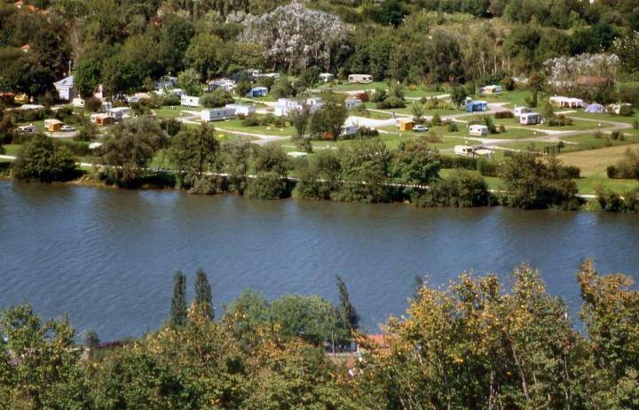 https://www.toocamp.com/medias/campings/medium/camping-letang-des-forges-26848-01.jpg