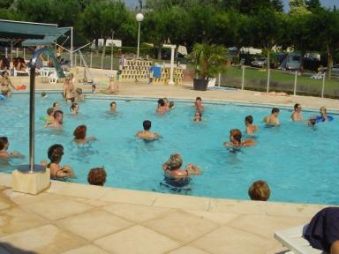 Camping saint gabriel 3 toiles tarascon toocamp for Camping saint remy de provence avec piscine