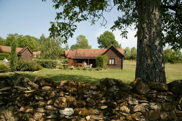 Camping Village De Chalets De Thegra