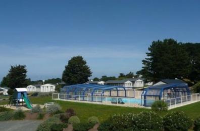Camping village de l 39 armorique camping 22310 plestin for Horaire piscine lannion
