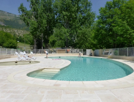 Domaine chasteuil provence 3 toiles castellane toocamp for Piscine castellane